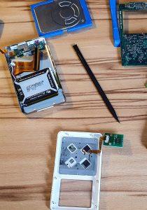 Removing iPod 4 Gen guts